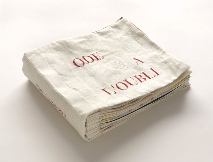 +++ Louise Bourgeois - Ode à l'oubli, 2002. Fabric illustrated book with 35 compositions: 32 fabric collages, 2 with ink additions, and 3 lithographs (including cover), pages --->à lire : http://www.moma.org/explore/inside_out/2013/02/18/louise-bourgeois-a-flashback-of-something-that-never-existed/