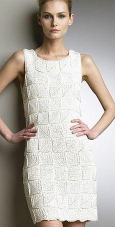 Белое платье из квадратных мотивов в стиле пэчворк