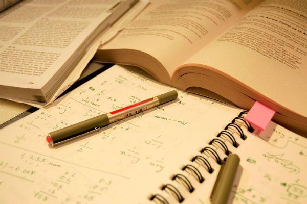 Bolsas de estudo são oferecidas em Manaus e mais oito municípios do interior do estado Estar qualificado tornou-se o maior desejo de muitos br