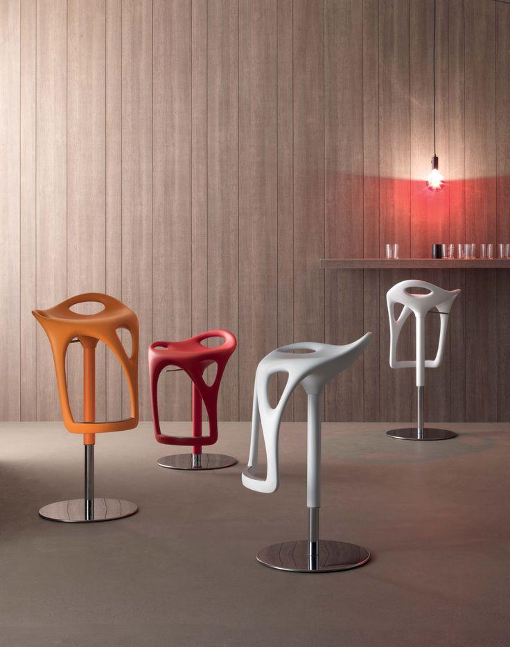 Barhocker Form Von Compar Italien. Höhenverstllbarer Design Hocker Für Eine  Extravagante Lounge