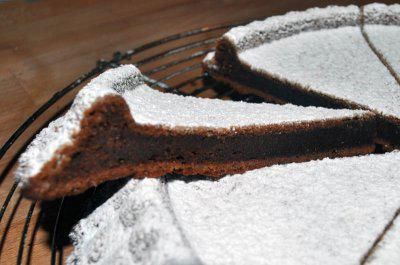 Das perfekte Original französische Schokotarte-Rezept mit einfacher Schritt-für-Schritt-Anleitung: Backofen auf 200°C vorheizen. Ein Tarteform fetten und…