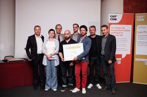 """Le Conseil Général du Bas-Rhin reçoit le 1er prix de la presse territoriale 2013 avec Cap'Com pour son magazine interne """"Equipage"""" ©Hugo Ribes / Item corpo"""