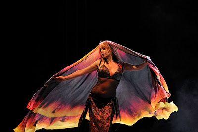 Anisa Saghira, domina la Danza Oriental, el Tribal Americano (ATS), el Tribal Fusión, el Tribal Asiático, el Trip Hop, y el Bollywood, las Alas de Isis,