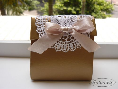 Wedding favor box with doily