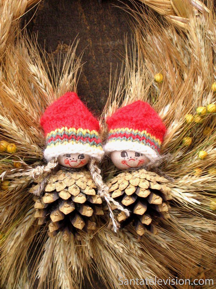 Decorações de Natal tradicionais Finlandesas no Mercado de Natal dos Velhos Tempos de Turku