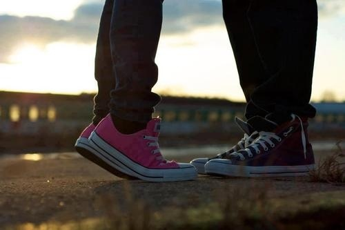Cute couple shoe photo! | Photography: Converse Inspired | Pinterest