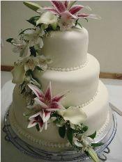 beautiful fondant wedding cake