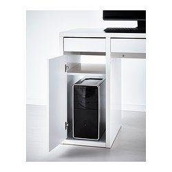IKEA - MICKE, Skrivbord, vit, , Det är enkelt att hålla grenuttag och kablar dolda men samtidigt ha dem nära till hands med hjälp av kabelutgången på baksidan.Du kan montera förvaringsenheten till höger eller till vänster, allt efter hur utrymmet ser ut eller vad du föredrar.Luft cirkulerar effektivt runt din dator eller annan utrustning tack vare en öppning i den bakre panelen.Lådorna har utdragsstopp som hindrar dem från att dras ut för långt.Du kan placera möbeln hur och var du vill i…