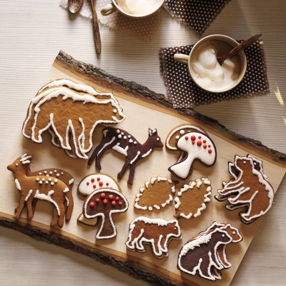 Celebrate the wonder of the season with our ultimate guide to all things holiday, including cookies and sweets, decorating, recipes and entertaining, crafts and projects, gift ideas, and more.SCROLL FOR GREAT IDEAS...