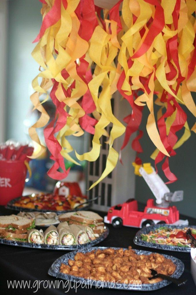 Für die Kindergeburtstagsparty zum Motto Feuerwehr finden wir diese Idee perfekt. Es passt super zum Motto und ist die perfekte Verpflegung für die hungrigen Feuerwehrmänner!  Vielen Dank für die schöne Idee  Dein blog.balloonas.com  #balloonas #kindergeburtstag #feuerwehr #sam #feuerwehrmann #food #essen #snack