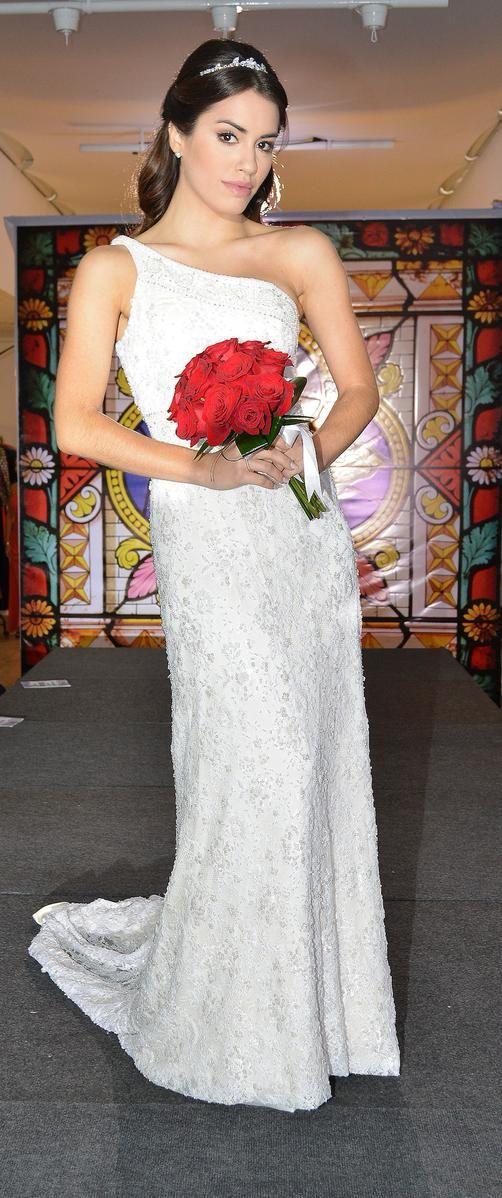 Diosaaaa,ella siempre luciendo hermosa y yo sentada, les paso el mejor vestido de novia y las mejores flores (LALI ESPOSITO LUCIENDO BELLA)