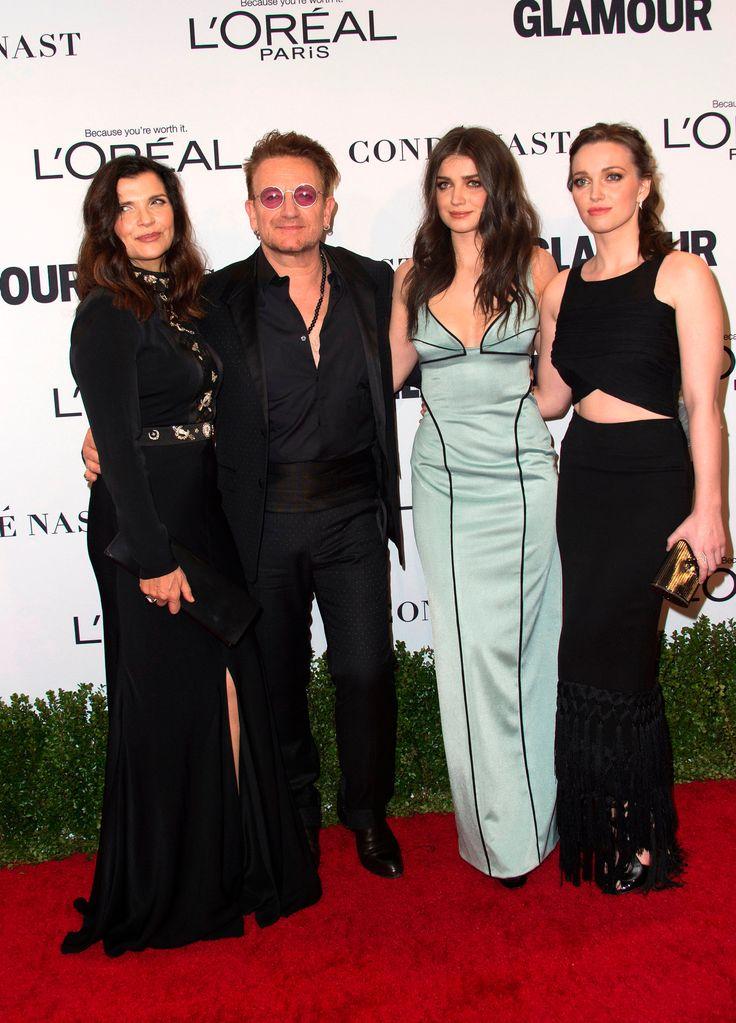 <font><font>(LR): Ali Hewson, musicien Bono, Eve Hewson et Jordan Hewson assistent à 2016, le Glamour Women of the Year Awards</font></font>
