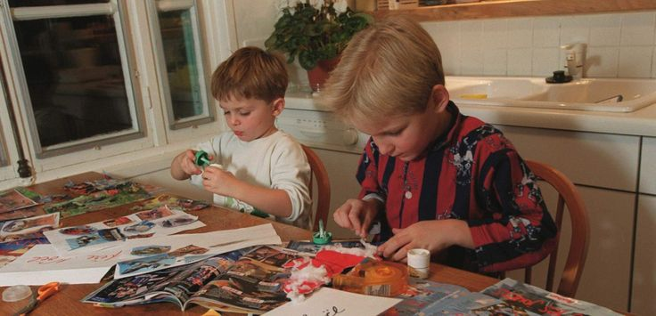 """Ils ont entre 2 et 9 ans, habitent partout en France et attendent Noël depuis le 26 décembre dernier... Demandes étranges, idées incongrues et choix inattendus, """"O"""" a fait le tour des listes de Noël les plus drôles et les a compilées ici."""