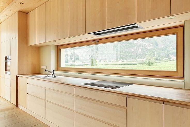 Janela retangular para área da pia na cozinha