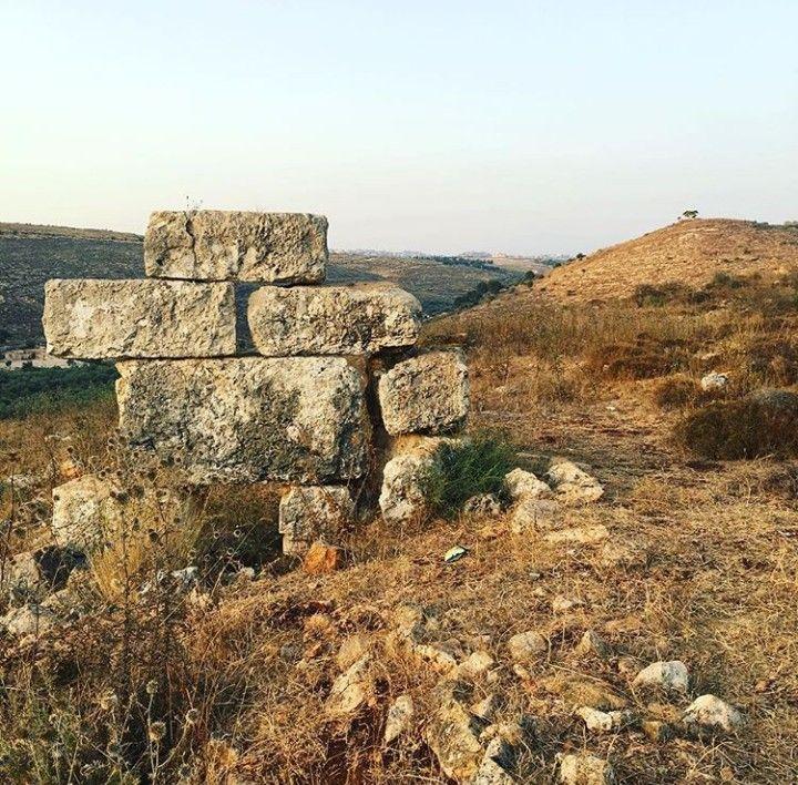 منطقة العتبات في بلدة عبا جنوب لبنان تصوير محمد يونس Monument Valley Natural Landmarks Monument