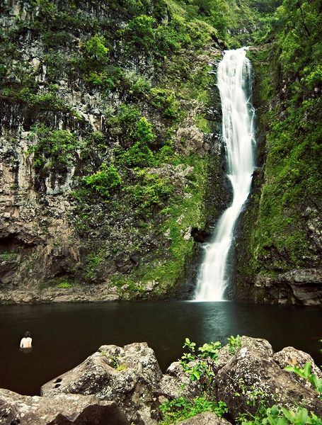 Mo'olua Falls in Molokai's Halawa Valley  One of the best hikes in Hawaii!