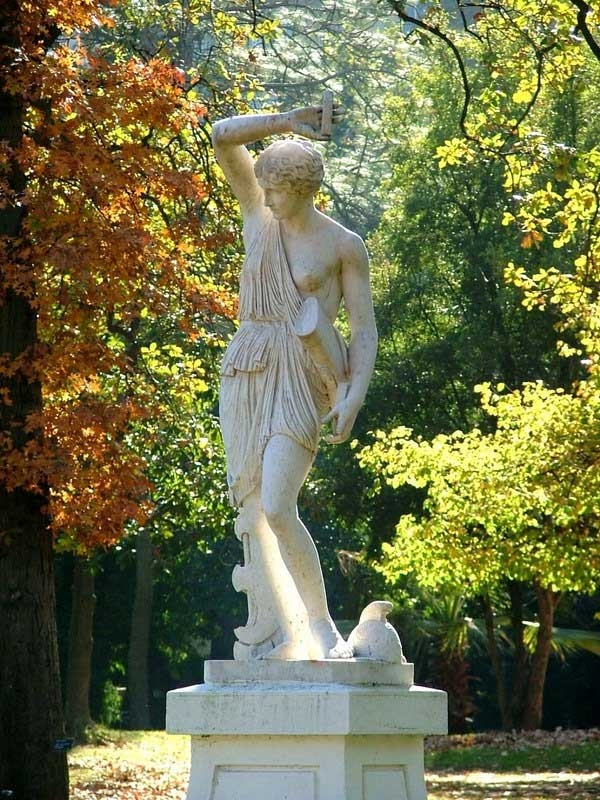 Barrio de Palermo: estatuas en el Jardín Botánico, Buenos Aires.