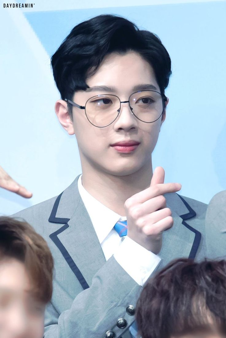 Guanlin looks so cute with glasses