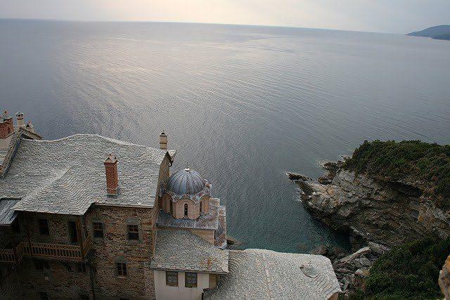 Μία σπάνια φωτογραφία παρμένη απο την κορυφή του πύργου της Ιεράς Μονής Σταυρονικήτα - A rare image taken from the top of the tower of Stavronikita Monastery
