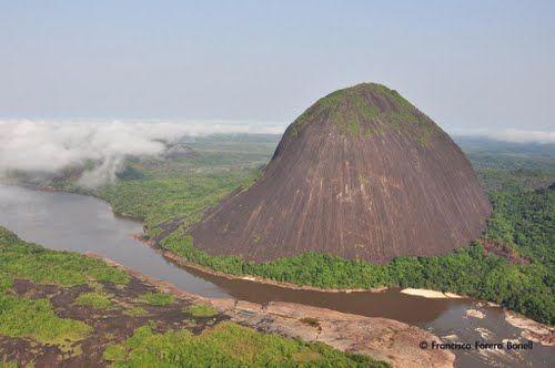 piedra del Cocuy a orillas del rio Orinoco,Venezuela.