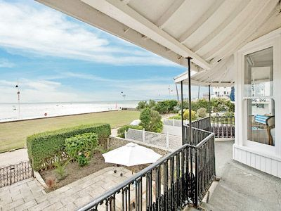 Sea House in Bognor Regis | Property details | Holiday cottages in the UK, France, Ireland, Spain and Portugal | cottages4you