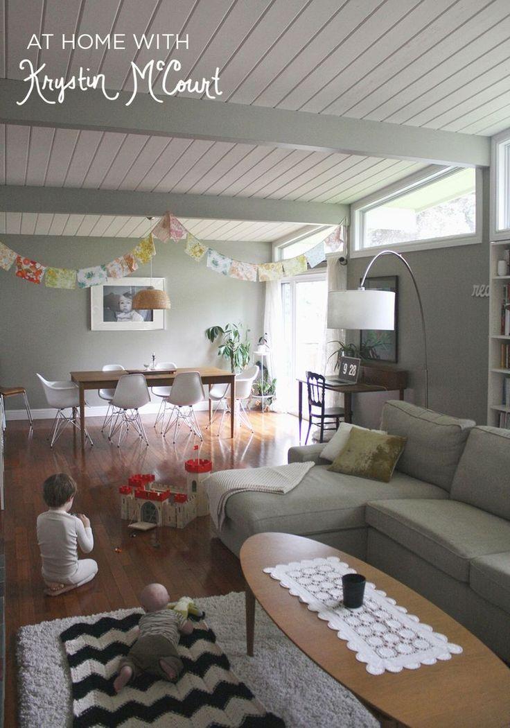 Ventanas fijas y puertas grandes. At Home With Krystin McCourt