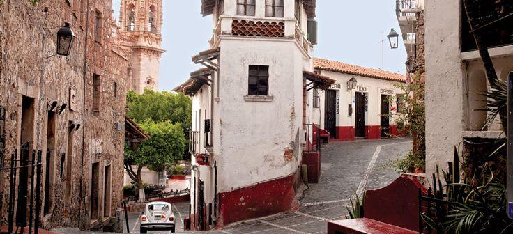 Los que vivimos en México sabemos que muy cerca de las grandes ciudades se encuentran locaciones mágicas listas para ser exploradas: los Pueblos Mágicos. Con calles adoquinadas y enarboladas, casas de colores brillantes, paisajes maravillosos y gastronomía única, los pueblos…