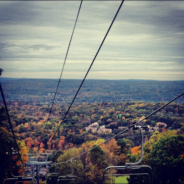 Scenic chairlift rides are a great way for the whole family to take in the Pocono's Fall foliage! #PoconoMtns