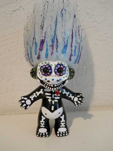 Dia de Los Muertos Troll....I'm loving this, in a weird kind of way...