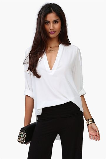 Basic boho chic blouse. Pair this with pants and flats or mini skort and heels.