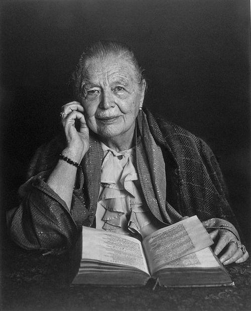Marguerite Cleenewerck de Crayencour, #MargueriteYourcenar (Bruselas, 8 de junio de 1903 - Bar Harbor, 17 de diciembre de 1987)
