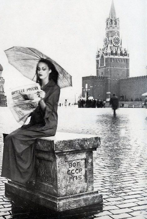 Jerry Hall in Red Square (note the Kremlin in the background), photographed by Norman Parkinson for Vogue, 1975.