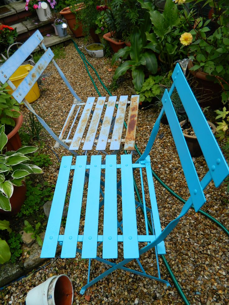 before and after of chairs donated by my neighbour painted with ronseal garden paint
