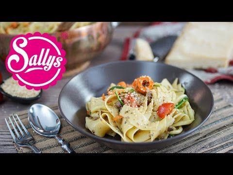 Sallys Blog - One Pot Rezept: Bandnudelpfanne mit Zucchini- und Karottennudeln