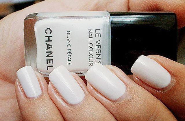 Esmalte branco para noivas - Blanc Petale, Chanel