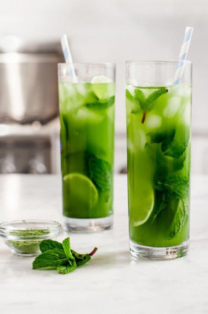 Menta Matcha té helado] --- ⑴ materiales: dos tazas de agua, 1 limón, 2 cucharaditas de polvo de té verde, dos tazas de hielo, una hojas de menta fresca, azúcar o miel.  ⑵ práctica: 1, será una jarra o recipiente hermético de agua y agitar hasta que esté completamente mezclado polvo de té verde sin apelmazamiento.  2, abra la tapa, añadir el azúcar, hielo, poco a poco de jugo de limón y hojas de menta, y luego siguen temblando.  Con la cáscara de limón y menta potable hoja de guarnición