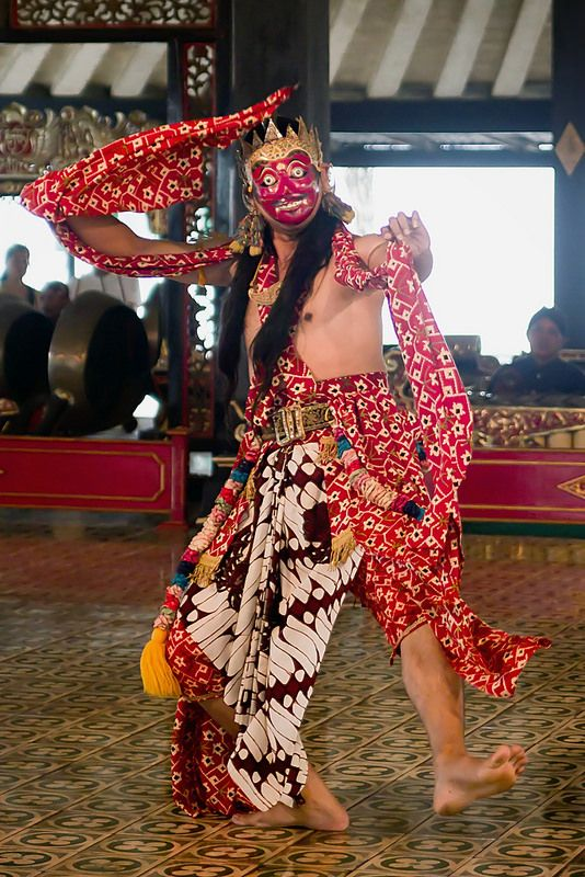 Traditional dance at the Kraton (sultan's palace), Yogyakarta, Indonesia by Guilhem DE COOMAN on Flickr