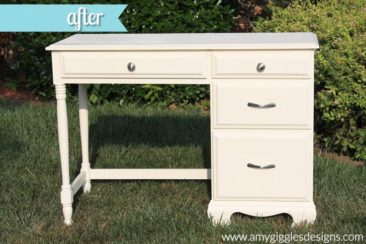 Our Yard Sale Find {a $7 repainted desk}