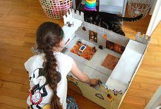 Dans leur collection de Playmobils, les filles ont quelques chevaliers, brigands, princesses, chevaux… Certains étaient à leur papa, d'autres ont été achetés, neufs ou d'occasion.…