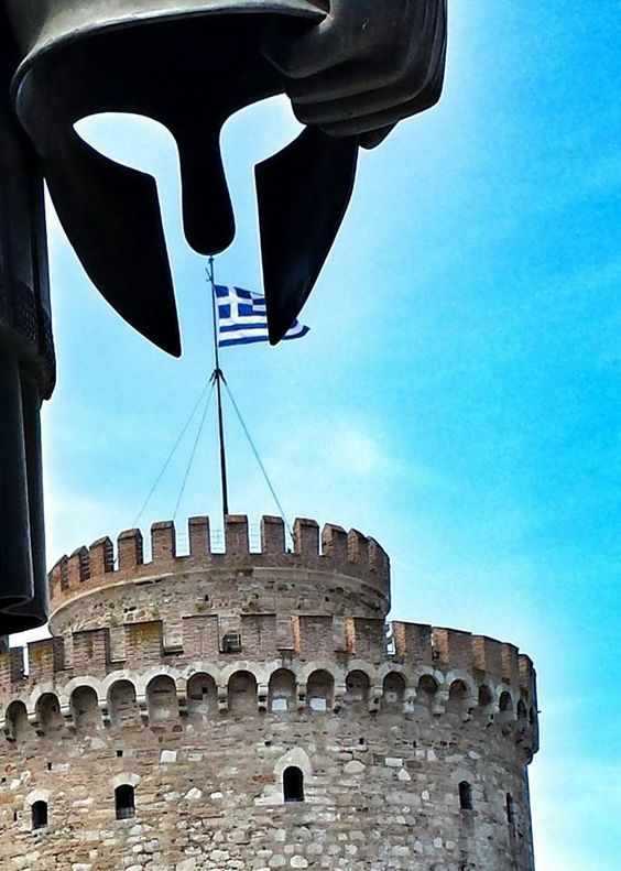 White tower of Thessaloniki from behind the statue of Philip II (Filippos II) #thessaloniki #macedonia #greece.
