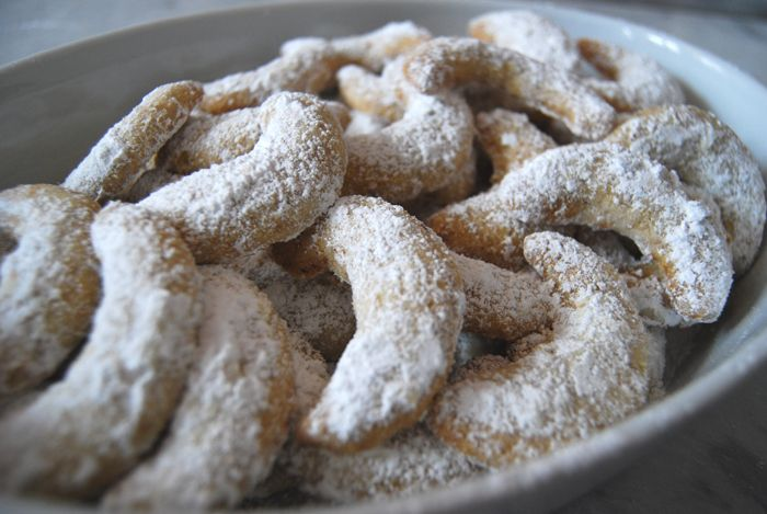 The kitchen smells amazing. As soon as the Vanilla Kipferl are out of the oven they spread their sweetest, buttery smell. Thesesmall, crescent shaped cookies are perfect for the Advent season. The…