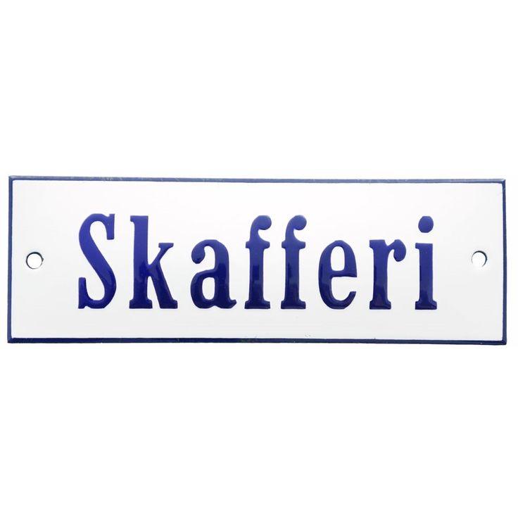 Emaljskylt Skafferi 15 x 5 cm i vitt och koboltblått modell 3 vy framifrån