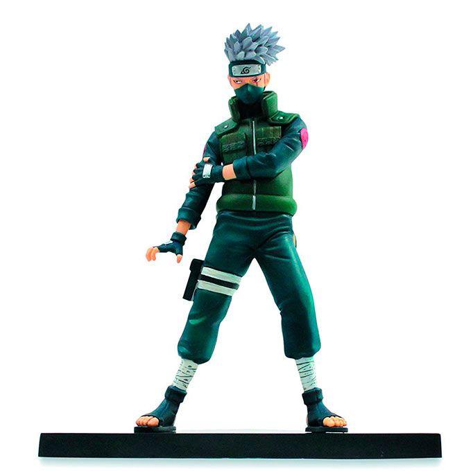 Figura Kakashi, 15cm. DXF Shinobi Relations VOL 1. Naruto. Banpresto  Kakashi, un ninja Jonin de la aldea de Konoha, se presenta en un exclusivo packaging con ventana, que el fabricante Banpresto lanza en su línea DXF Shinobi Relation. Con un cuidado pintado y en una posición de acción es una figura que gustará a todo fan del manga Naruto.