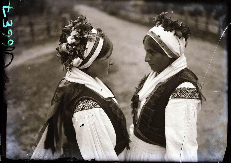 Ubranie  głowy panny młodej i drużki, Wetlina, pow. Lesko, czerwiec 1937 - fot. mat. promocyjne