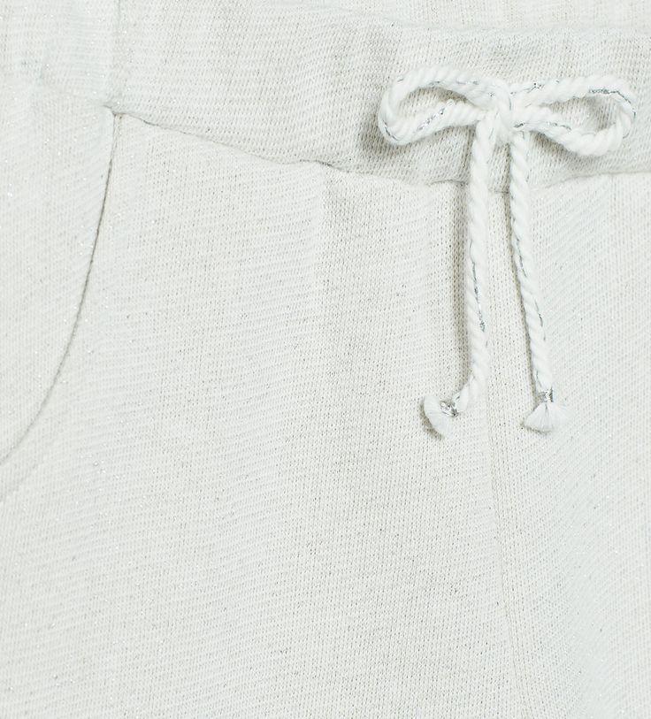 Imagem 4 de CALÇAS LARGAS COM BRILHOS E BOLSOS da Zara