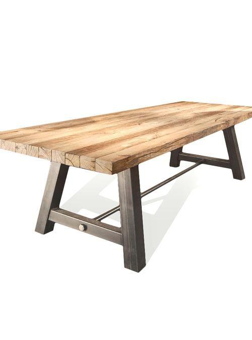 Nuovo tavolo vintage industrial design modello Leonardo, un tavolo in legno massiccio e gambe in ferro, costruito con accoppiamento di travi in legno grezzo, colore simile alla foto. Una solida struttra in ferro grezzo con gambe tubolare sezione 10x10 cm. I travetti in legno sono lasciati volutamente grezzi con piccole crepe e difetti del legno, una speciale finitura protettiva trasparente, permet
