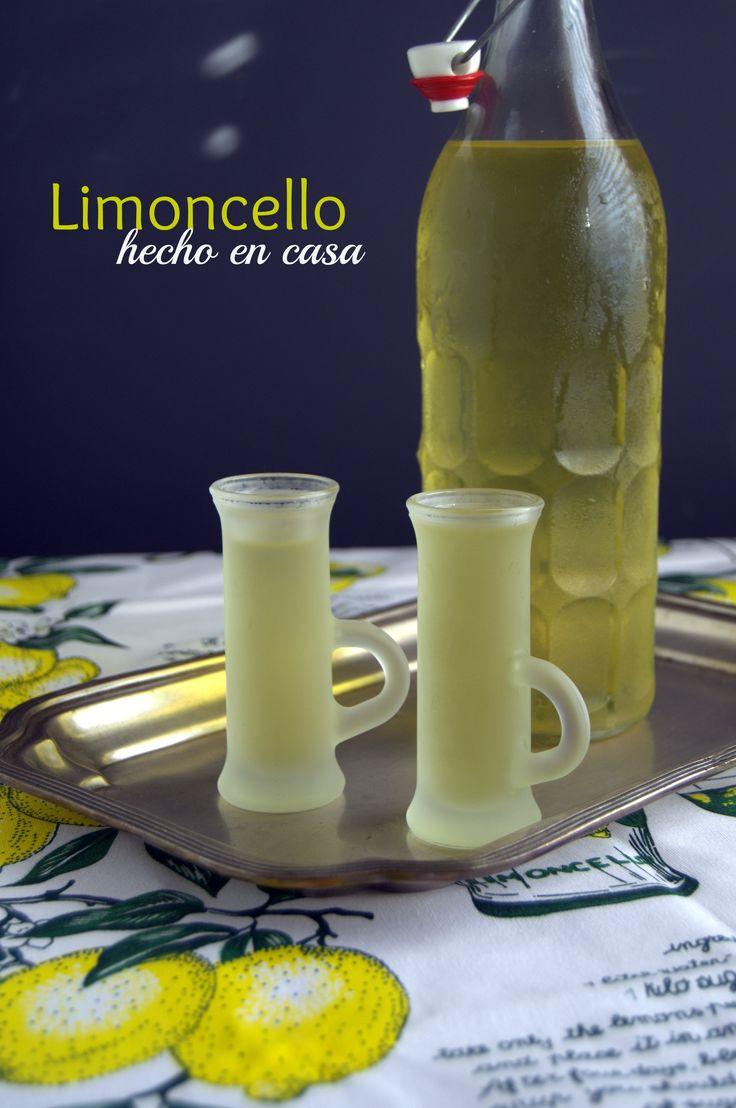 Azúcar, vodka y unos buenos limones es todo lo que necesitas. Aprende cómo hacer limoncello en casa.