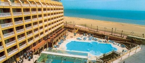Hoteles para niños de la Costa de Azahar:  Gran Hotel Peñíscola, Peñíscola. Viajacontuhijo, especialistas en viajes monoparentales
