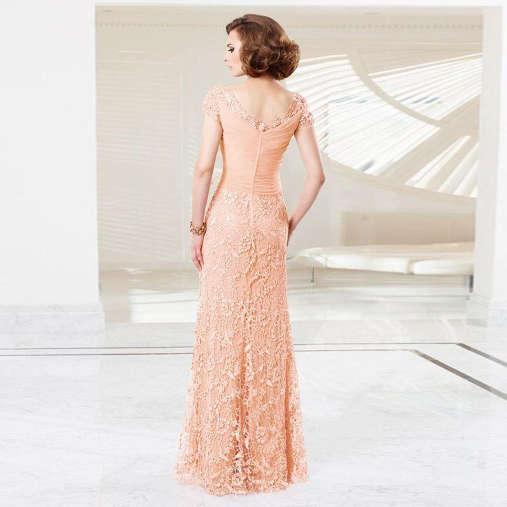 Prachtige lange perzik kleurige jurk van kant.