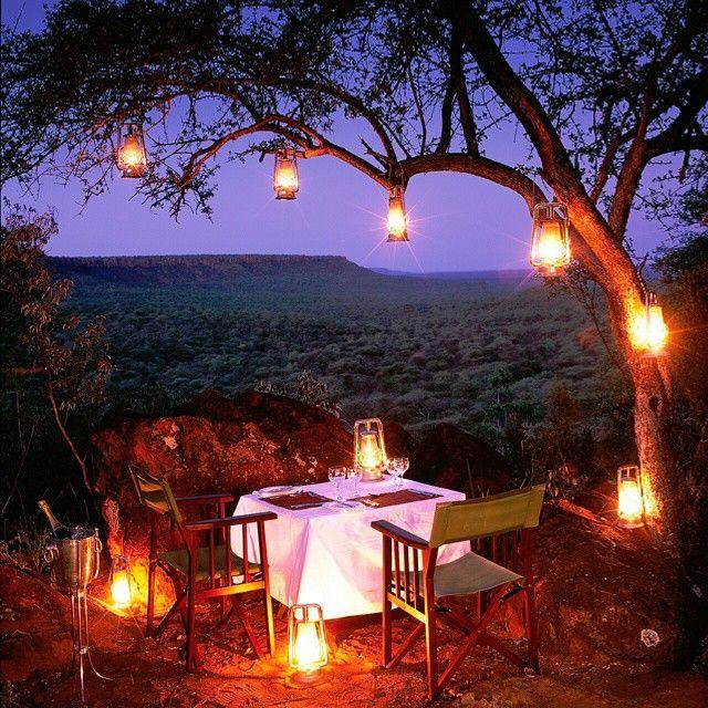 Romantisch dineren onder de sterren van #Botswana #talismanmoments #travel #luxury #camping